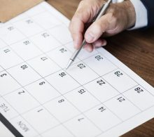 mini_businessman-marking-calendar-appointment